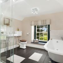 En-suite bathroom with power shower